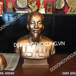 Pho Tuong Bac Ho Ban Than 50cm