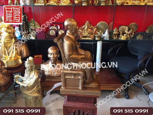 Pho Tuong Bac Ho Ngoi Doc Bao 60cm (5)