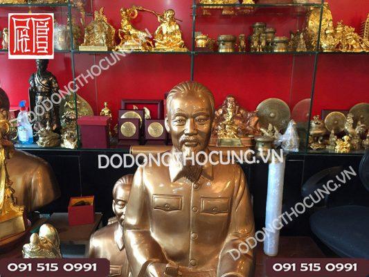 Pho Tuong Bac Ho Ngoi Doc Bao 60cm