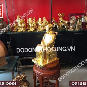 Pho Tuong Bac Ho Ngoi Ghe Dat Vang(3)
