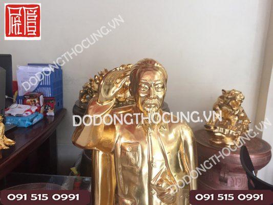 Tuong Bac Ho Gio Tay Chao Dat Vang(3)
