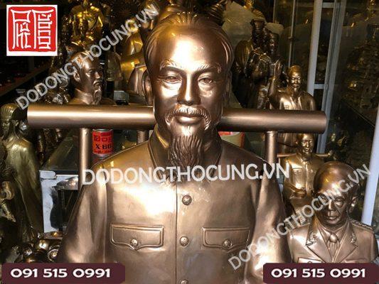 Tuong Bac Ho Ngoi Doc Bao 1m 1