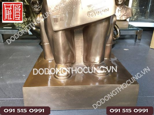 Tuong Bac Ho Ngoi Doc Bao 1m 3