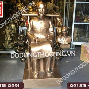 Tuong Bac Ho Ngoi Doc Bao 1m