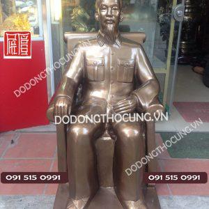 Tuong Bac Ho Ngoi Ghe Bang Dong 1m