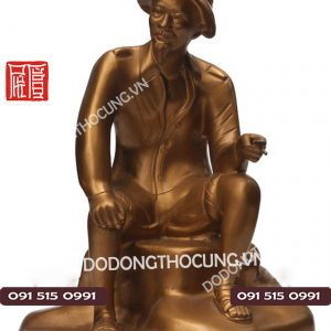 Tuong Bac Ho Ngoi Ghe Da