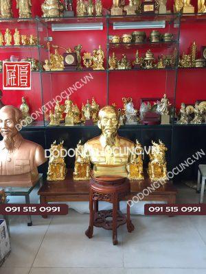 Tuong Dong Bac Ho Dat Vang