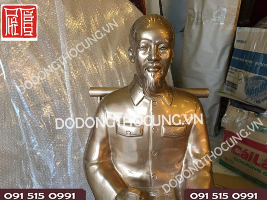Tuong Dong Bac Ho Ngoi Ghe 61cm