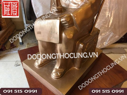 Tuong Dong Bac Ho Ngoi Ghe 61cm(2)