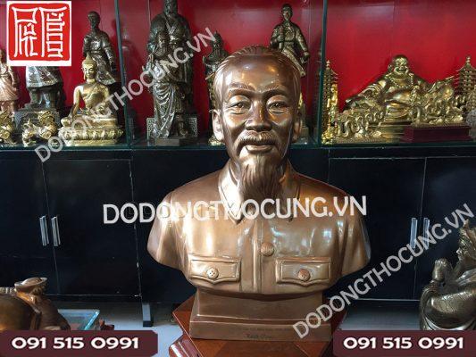 Tuong Dong Bac Ho Qua Tang
