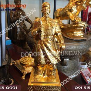 Tuong Tran Quoc Tuan De Ban Dat Vang Cao 40cm (4)