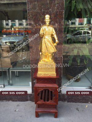 Tuong Tran Quoc Tuan Thep Vang 68cm